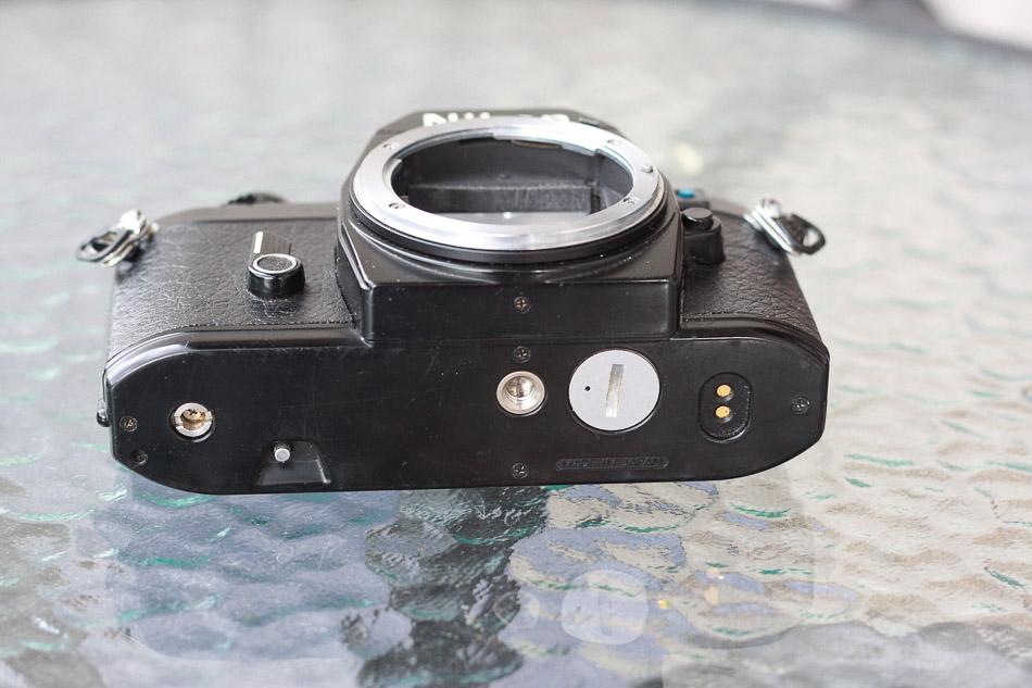 Unterseite Nikon EM